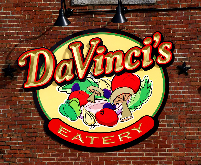 davincis restaurant carved sign in Lewiston Maine